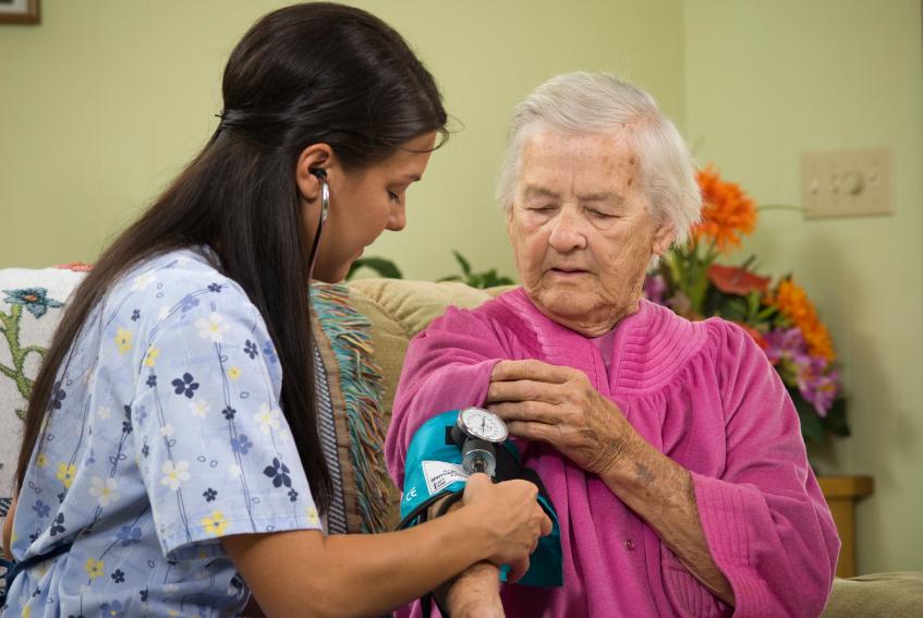 эмигрантов, уход за престарелыми старше 80 лет очень